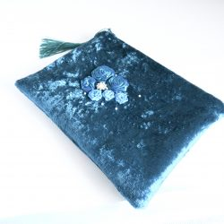 Zipped pouch in teal velvet