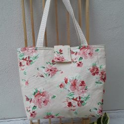 Flowered handbag with roses