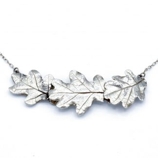 oak three leaf necklace