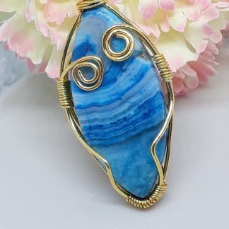 Agate cabochon set in wirework