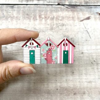 Floral beach hut brooch pin