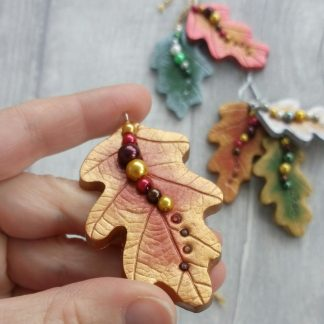 Autumn oak leaf hanging decoration