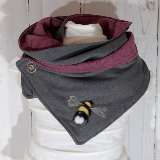 Cowl scarf in grey and radpberry with bee