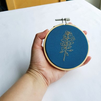 shepherd's purse embroidery 10 cm hoop, in hand to show scale