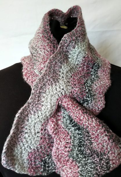 crocheted keyhole scarf in grey and pink