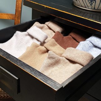 Draw containing cashmere gloves