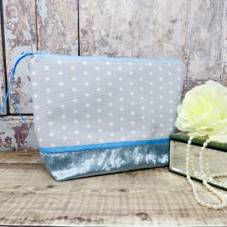 Blue star print makeup bag