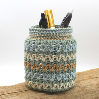 crochet decorated jar with pens in