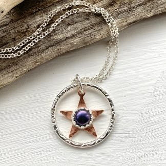 mixed metal star and pearl pendant necklace