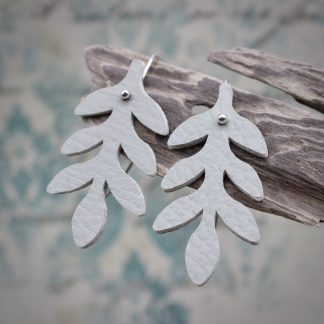 willow & twigg silver and sage green faux leather leaf earrings 01.