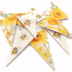 bees and daffodils wooden shelf bunting