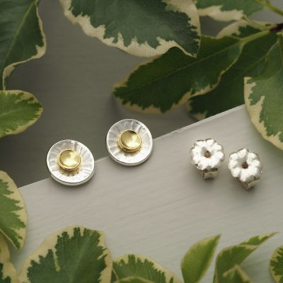 Handmade 7.5mm diameter argentium sterling silver concave disc stud earrings with sun ray texture with 18ct yellow gold central sun detail and flower push backs